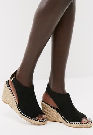 Lina wedge sandal