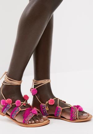 Lullu leather sandal