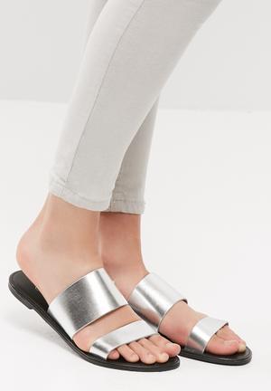 Double slide sandal