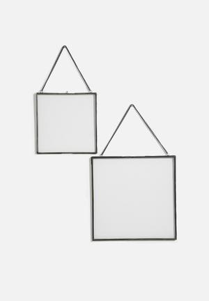 Floating frame set