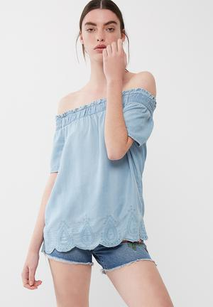 ONLY Rinna Off Shoulder Top Blouses Light Blue