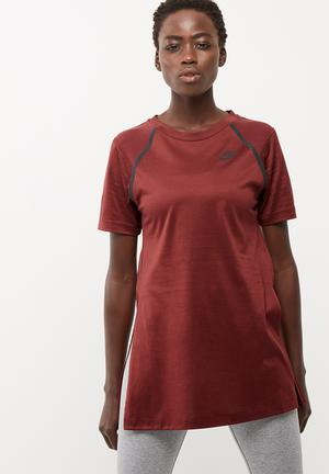 Nike Bonded Short Sleeve Top T-Shirts Maroon