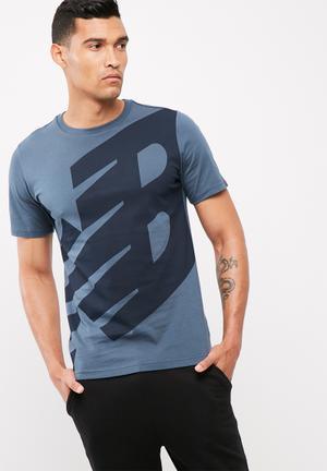 New Balance  Essentials Logo Tee T-Shirts Navy