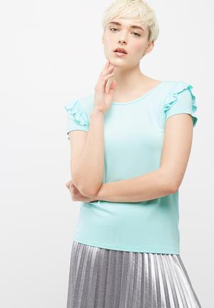 Frill sleeve scoop neck tee