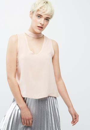 Sleeveless choker blouse