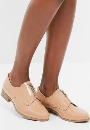 Missguided Zip Front Brogue Pumps & Flats Nude