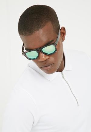 Lundun Wayferer Eyewear Black & Grey