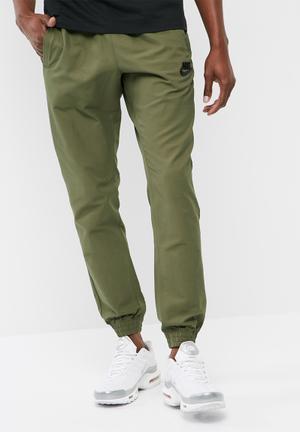 Nike Woven Jogger Sweatpants & Shorts Green