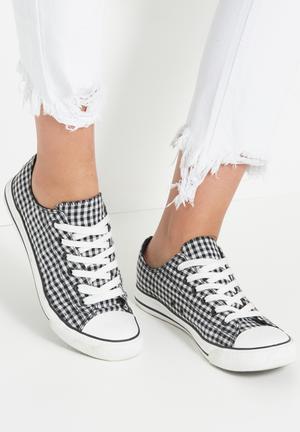 Cotton On Jodi Low Rise Sneakers Black & White