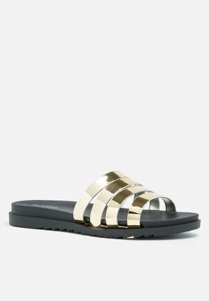 Call It Spring Giovine Sandals & Flip Flops Black & Metallic Gold