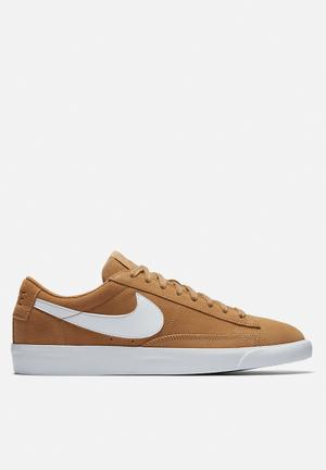 Nike Blazer Low Sneakers Elemental Gold /elemental Gold-white