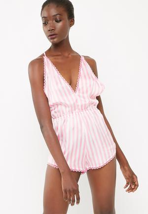 Missguided T Bar Striped Teddy Sleepwear White & Pink