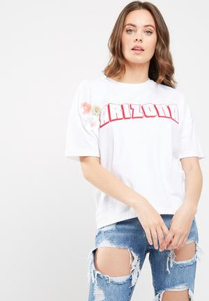 Missguided Arizona Sequin Flower Detail T-shirt White
