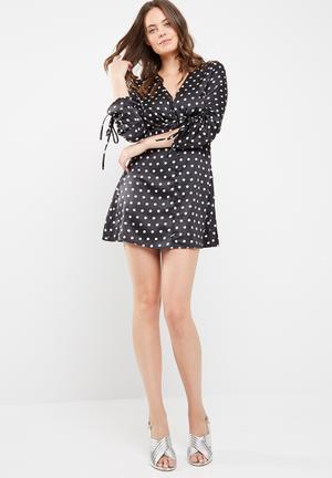 Missguided Polka Dot Long Sleeve Satin Shift Dress Casual Black & White