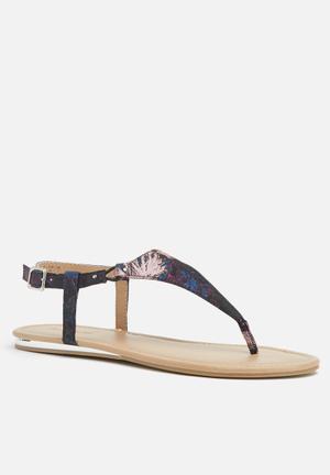 Call It Spring Tomaras Sandals & Flip Flops Purple & Blue