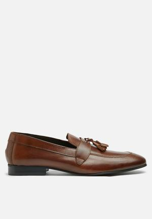 Basicthread Jaymes Leather Slip-ons And Loafers Brown