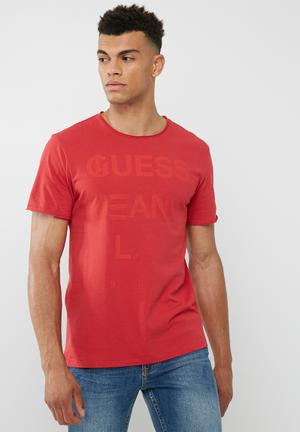 GUESS Basic Play Logo Crew Tee T-Shirts & Vests Red