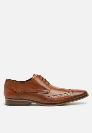 Basicthread Faghri Leather Formal Shoes Tan