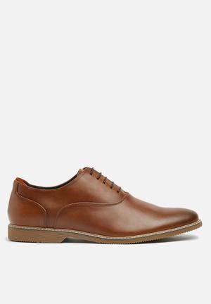 Steve Madden Nunan Formal Shoes Tan
