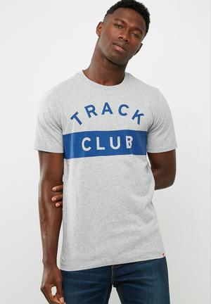 Essentials track club tee