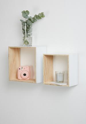 Square shelves set of 2