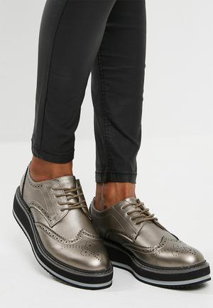 Footwork Camo Pumps & Flats Silver