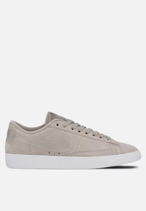 Nike Blazer Low LX Sneakers Moon Particle / White