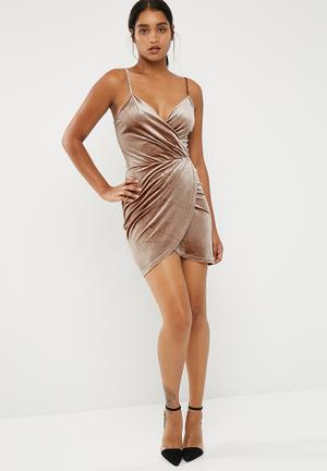 New Look Crushed Velvet Wrap Strappy Bodycon Occasion Nude