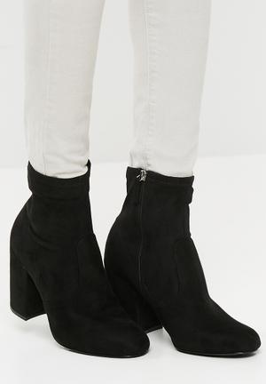 Steve Madden Gaze Boots Black