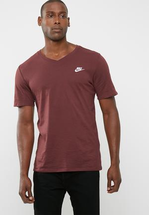 Nike Nsw Club Embroided Tee T-Shirts Maroon