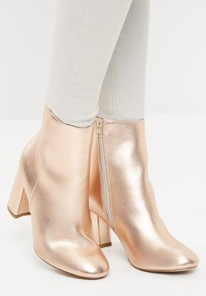 Missguided Block Heel Round Toe Ankle Boot Rose Gold