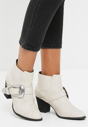 Missguided Large Buckle Western Chelsea Boot White