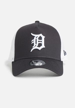 New Era Trucker Team Essential Headwear 100% Cotton