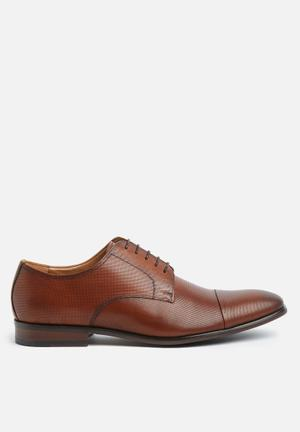 Steve Madden Preston Formal Shoes Tan