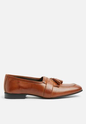 Basicthread Sheldon Leather Tassel Loafers Tan