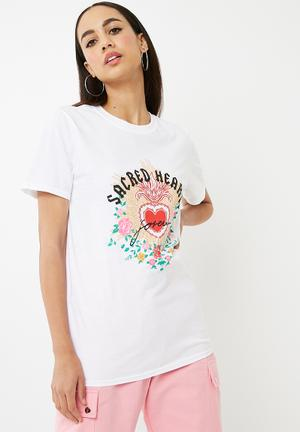 Missguided Sacred Hearts Slogan T-shirt White, Mustard, Green, Pink, Red & Black