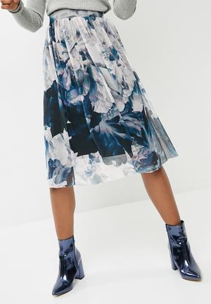 Vero Moda Lago Floral Mesh Midi Skirt - White & Blue Blue, Navy & White