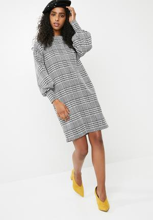 Dailyfriday Houndstooth Check Shift Dress - Black & White Casual Black & White