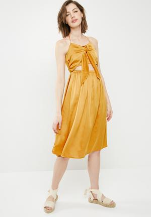 Satin halterneck cut out midi dress - gold