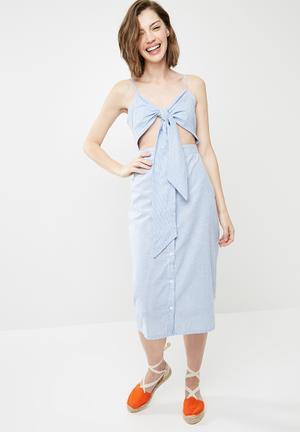 Tie front button down strappy midi dress - blue & white