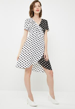Contrast wrap over tie waist mini dress - black & white
