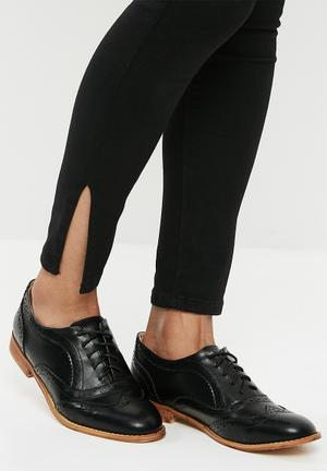 Lace Up Brogue Black