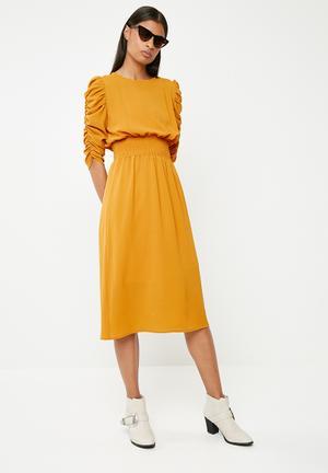 Shirred waist midi dress - yellow