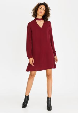 e70cd138aab9 Choker Neck Dress Burgundy
