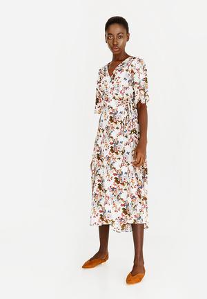1112c607ef9e Floral Wrap Dress White