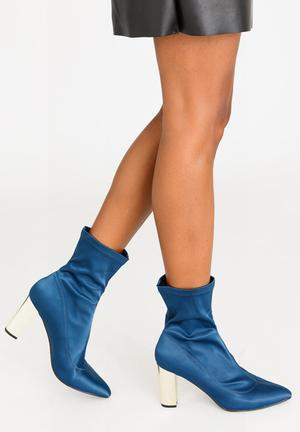 943b797fd982 Munich Block Heeled Sock Ankle Boots Blue