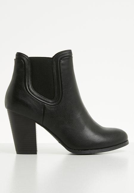 3093dfbd347 Aldo Shoes Aldo Distressed Chelsea Boot Color Black Size 10