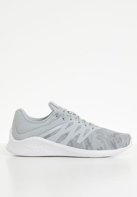 a196b7bf04e5 Sneakers Online
