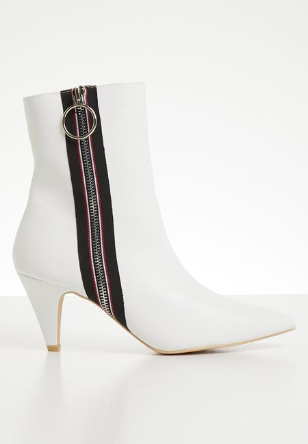 fe6e6b61ff82 Shoes Online