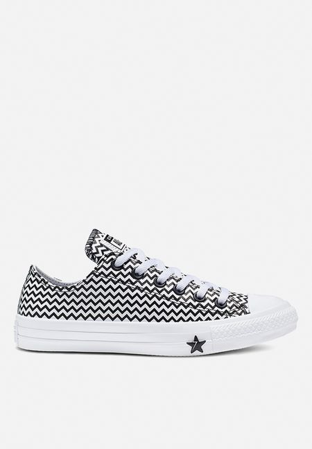 Details about CONVERSE CHUCK TAYLORS LOW TOP SHOES WITH BLACK SPARKLE LACES SIZE 2 YOUTH
